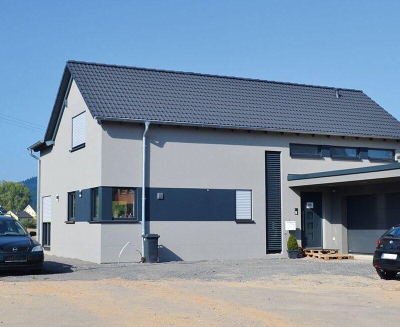 Doppelgeschossiges Einfamilienhaus mit Satteldach